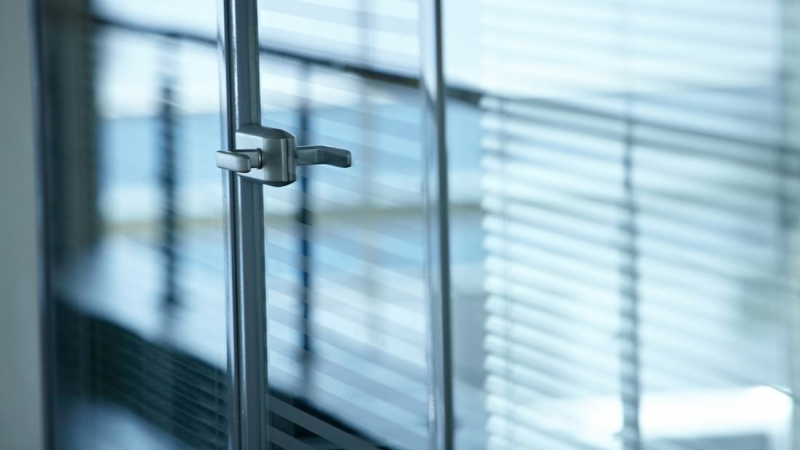 Blinds for bifolding doors: Guide to finding the right bifold accessories